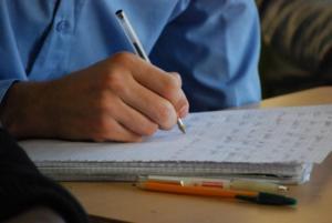 Etudiant apprenant le francais